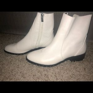 WHITE LEATHER FLAT BOOTIES